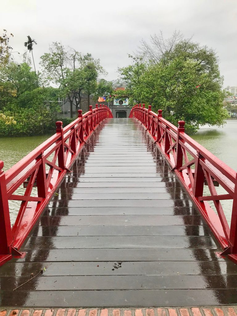 Red Bridge across Hoan Lake