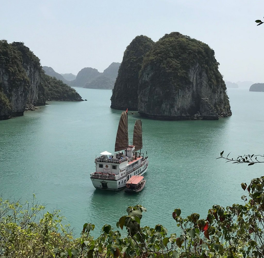 the-perfect-bai-tu-long-bay-cruise