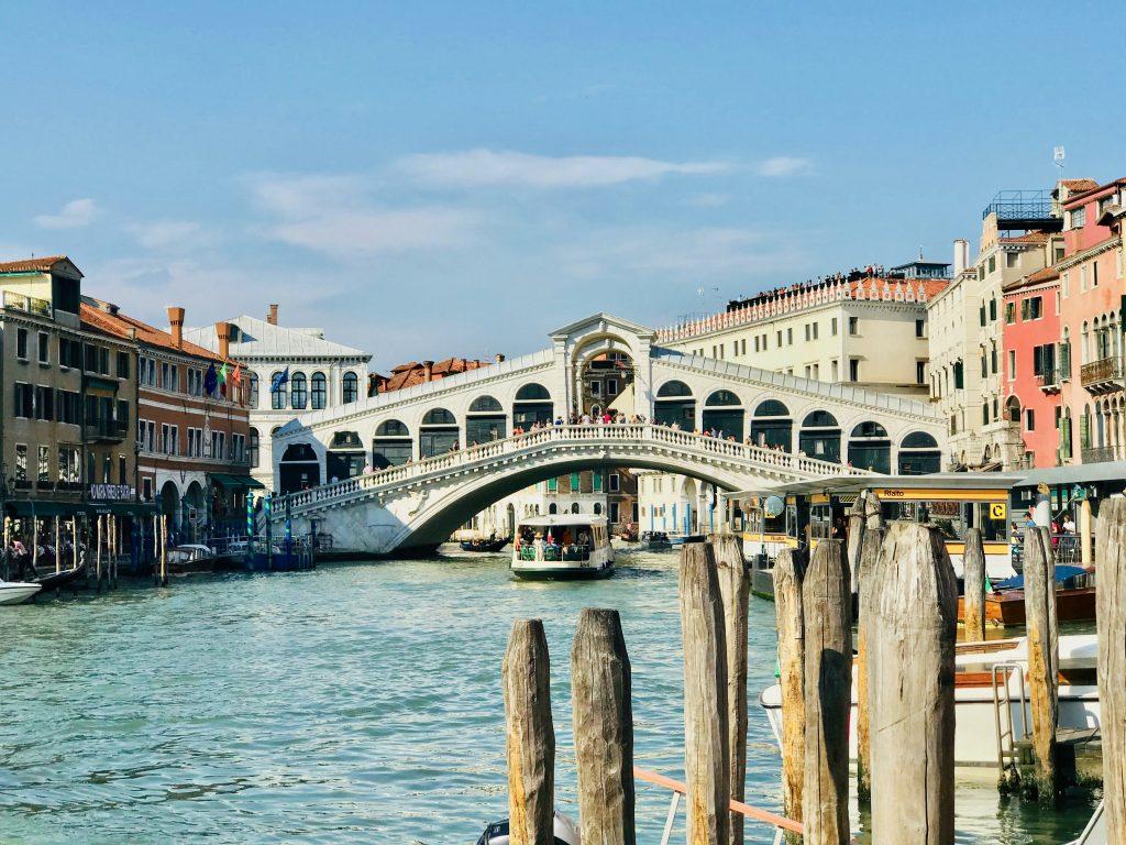 The number 1 vapeeretto going under the rialto bridge Venice