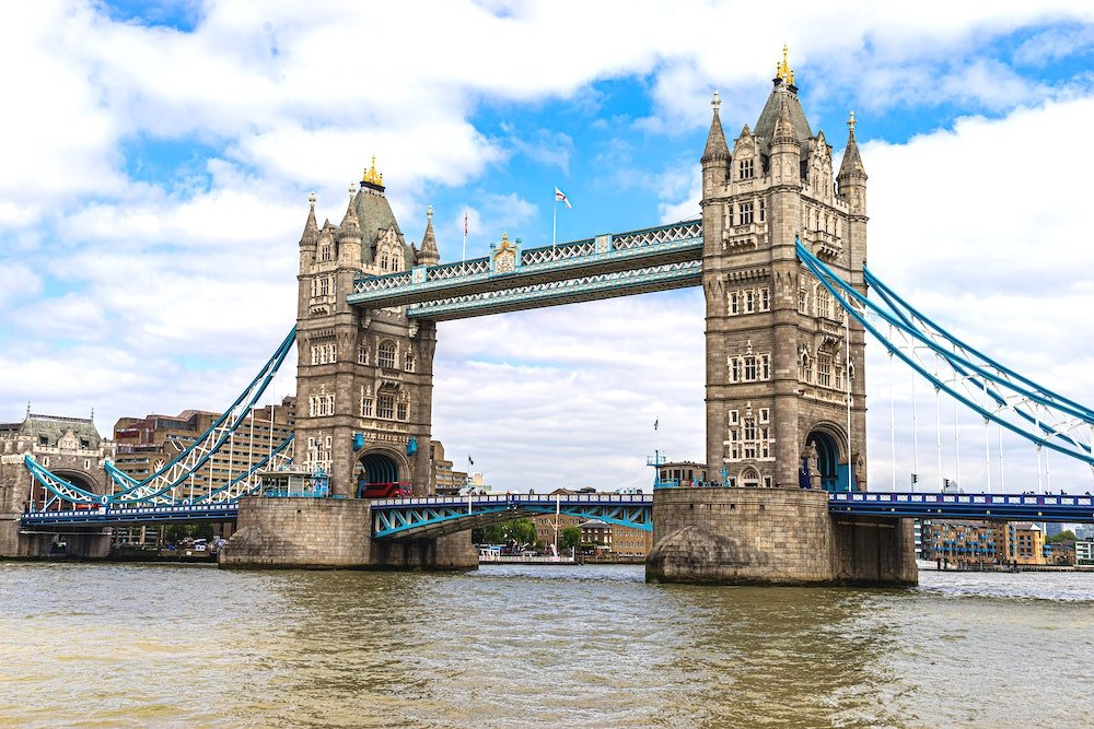 Image of Tower Bridge across the Thames