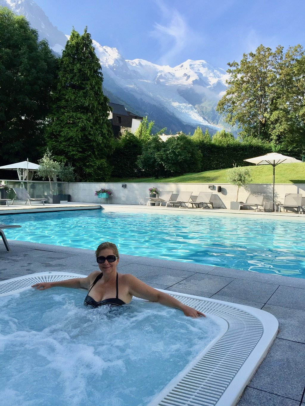 swimming pool and jacuzzi at Mont Blanc