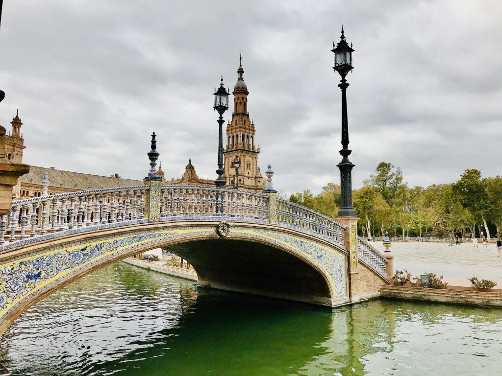Plaza de Espana bridge and lake