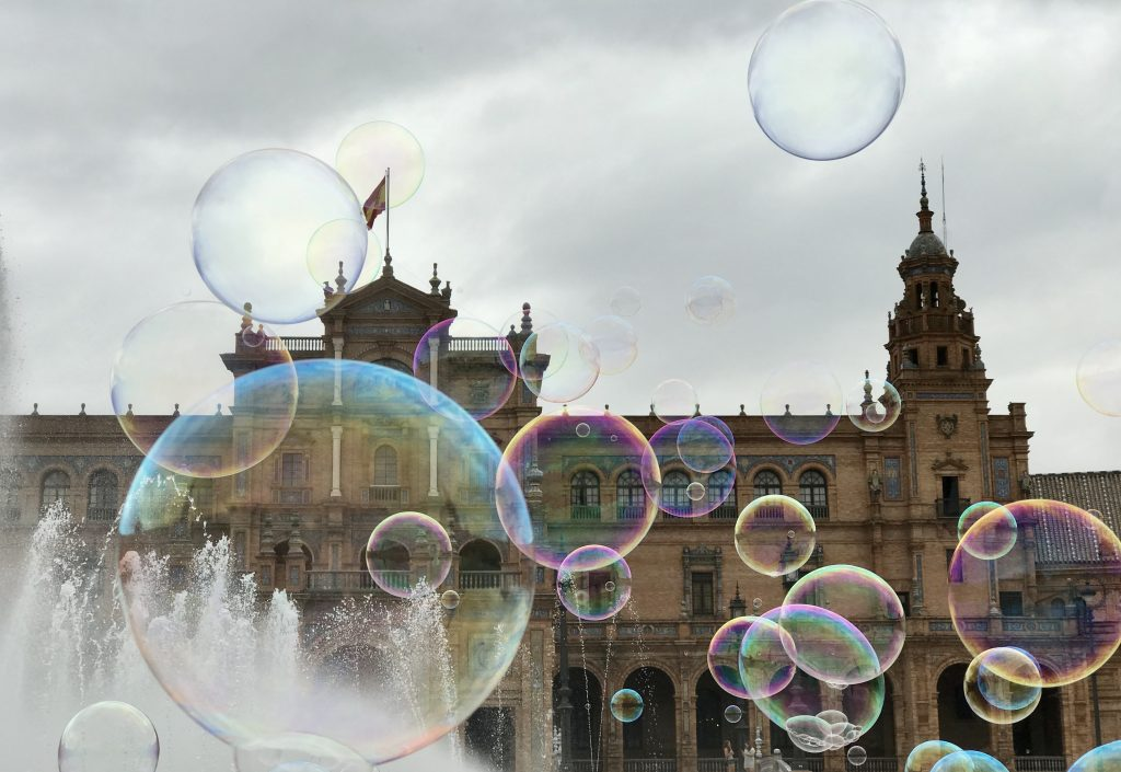 Bubbles in front of the Plaza Real