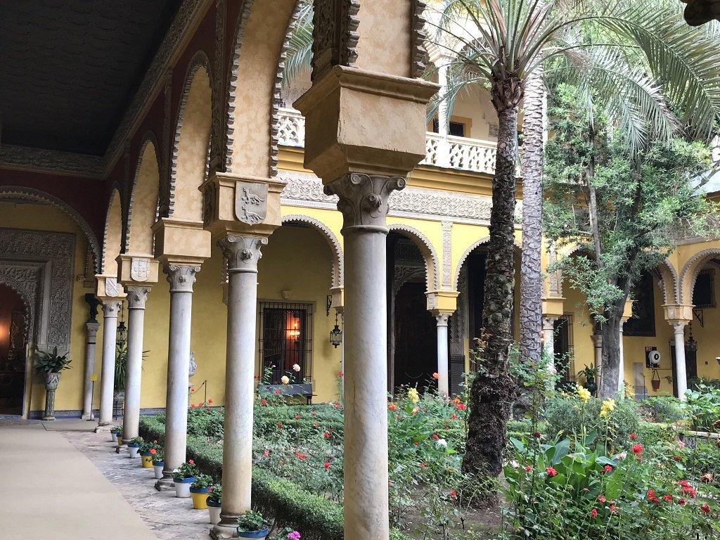 palacio de las dueñas courtyard, Seville