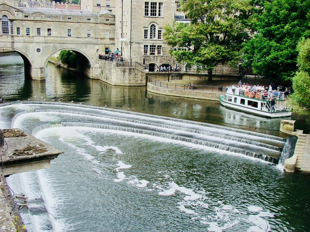 the pulteney canal in bath