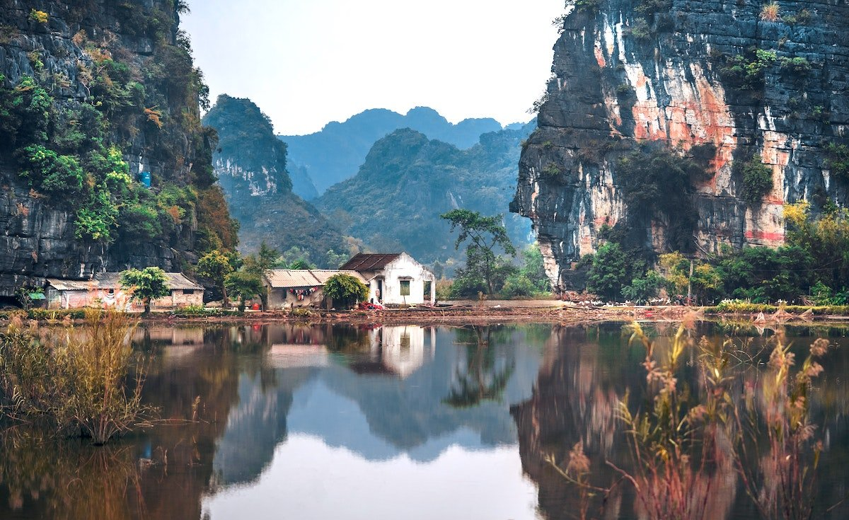 A view detailing mountains, lake and buildings in Vietnam