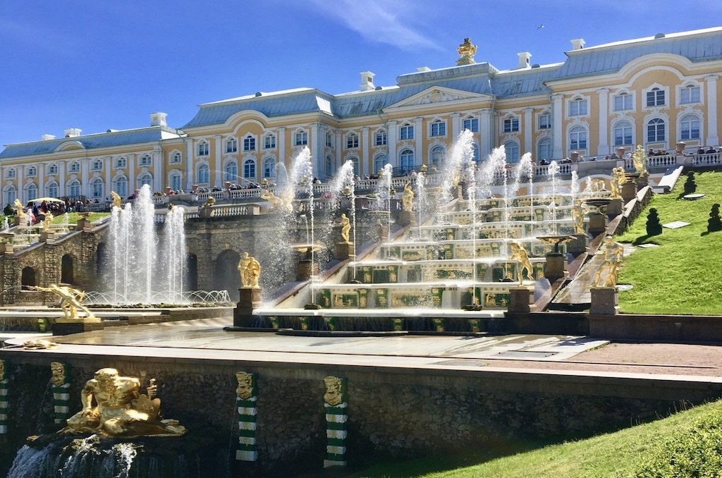 the-4-best-and-most-stunning-russian-palaces-to-visit-in-st-petersburg