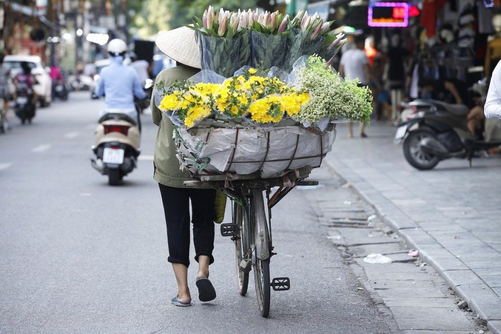 Flower-seller-hanoi