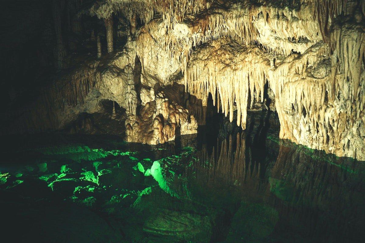 waitomo underground cave