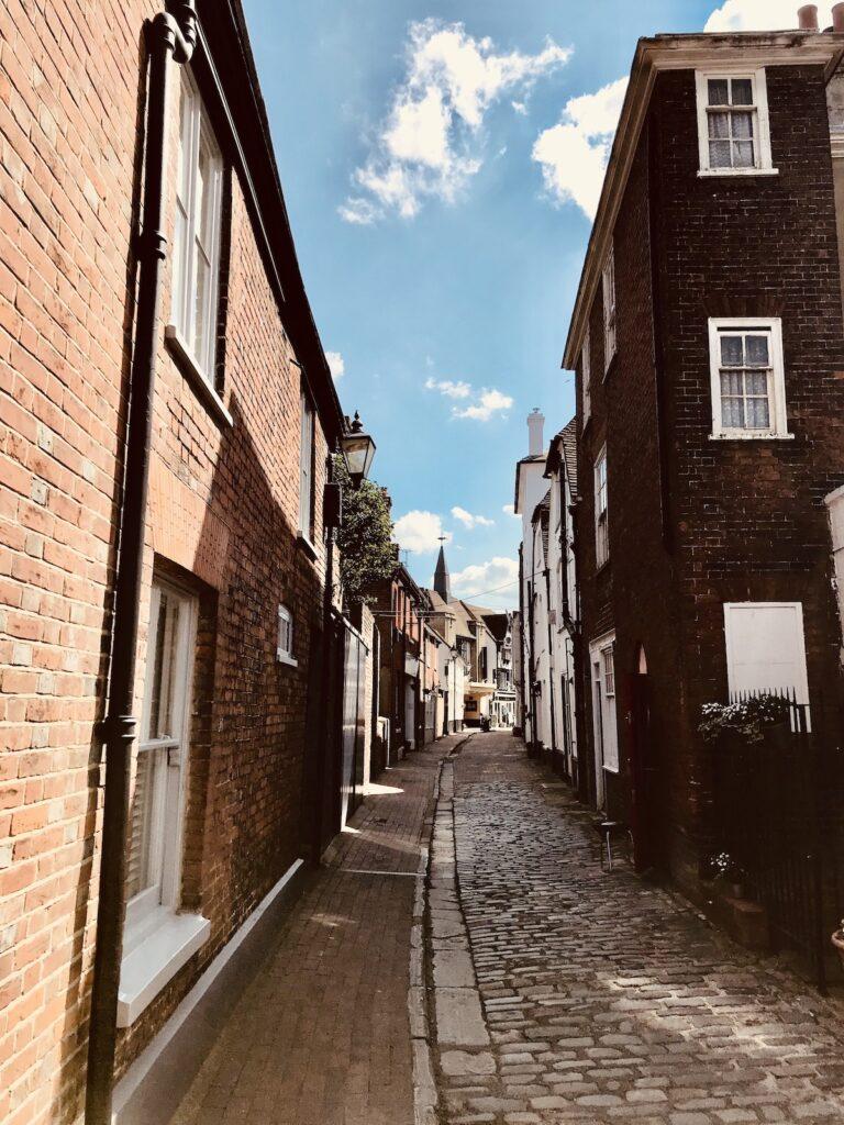 a narrow cobbled lane in Faversham