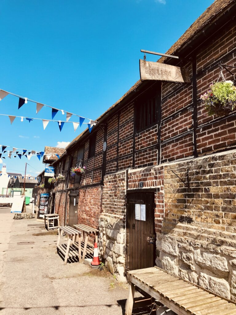 standard quay shops