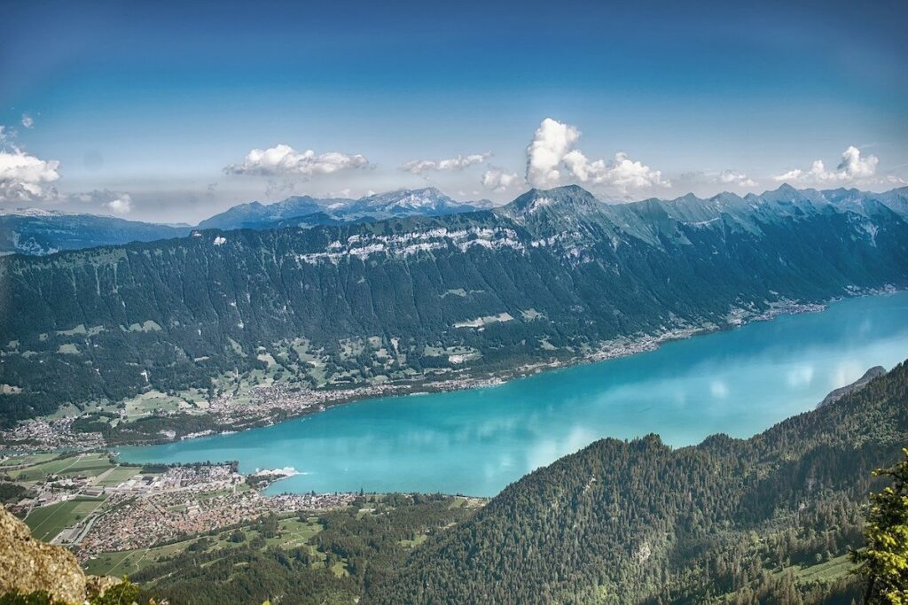 Lake Brienz and the surrounding Swiss Alps