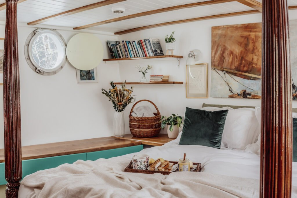 Bedroom in the quirky houseboat